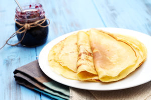 Basic French crepe recipe with technics to avoid lumps