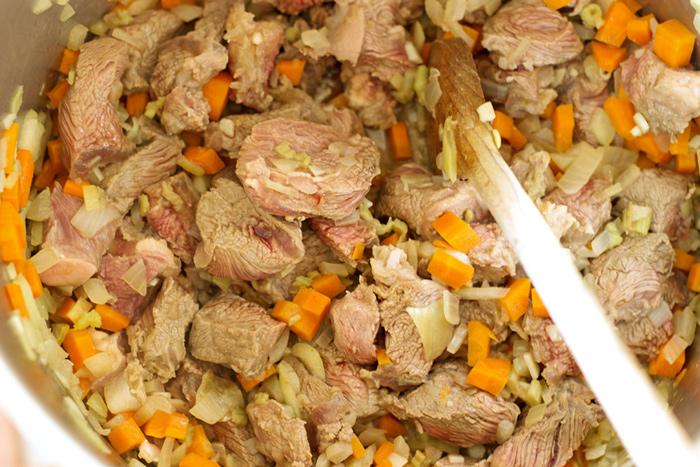 Bœuf braisé à la bière en pot pie (tourte)