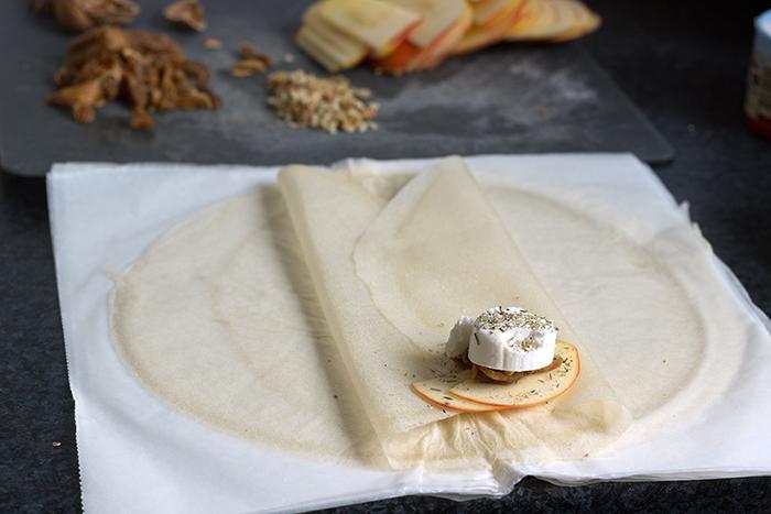 bricks-fromage-chevre-frais-pommes-figues-sechees-noix-1