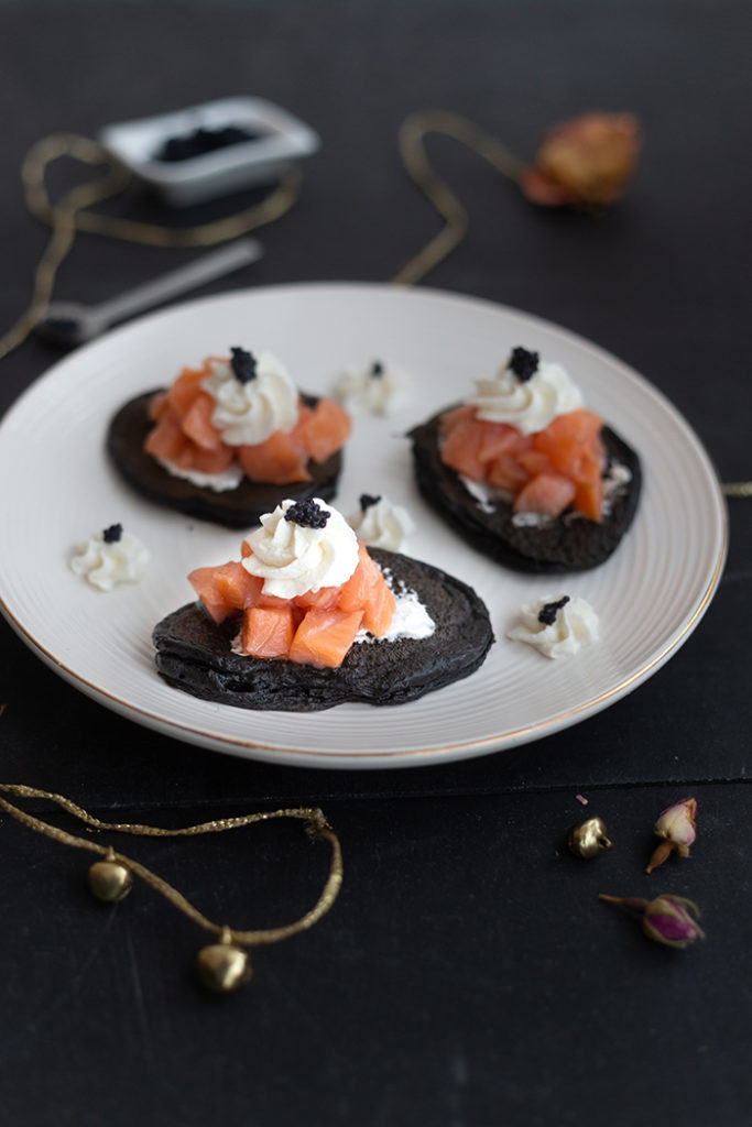 Cuttlefish ink blinis with smoked salmon Labeyrie, horseradish mousse and lumpfish eggs