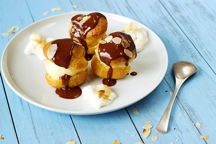 Profiteroles recipe with vanilla ice cream and chocolate sauce
