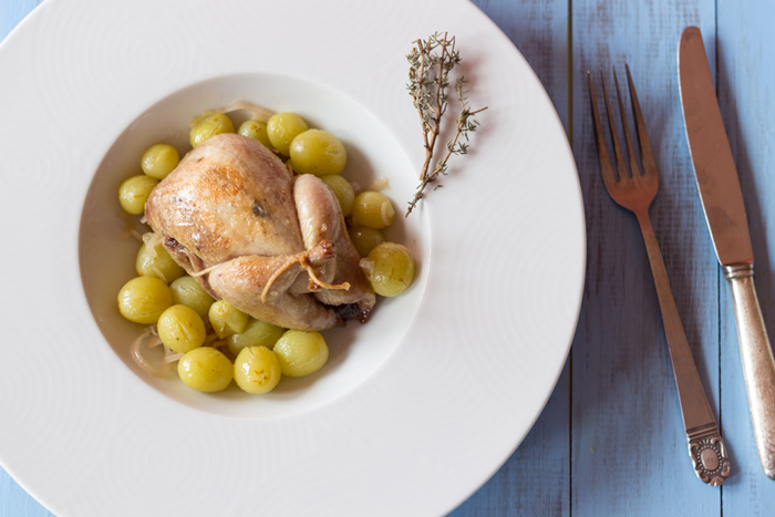 Quails with white grapes recipe
