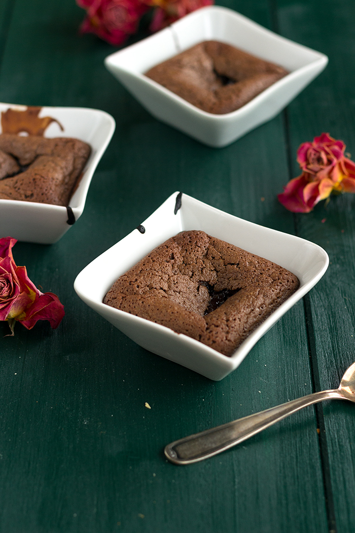 Quick & easy chocolate fondant cake recipe