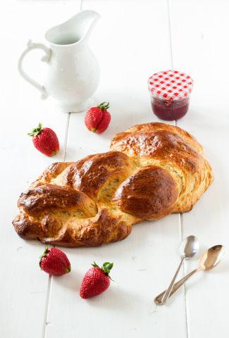 Spelt braided bread
