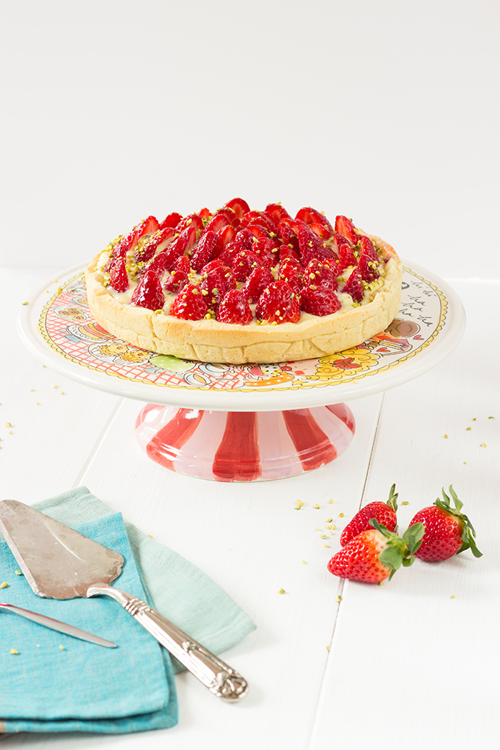Strawberry tart with pastry cream and pistachio