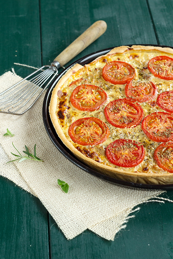 Tuna and tomato tart with Dijon mustard