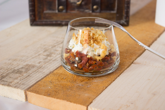 Verrine: Goat cheese and dried tomatoes crumble!