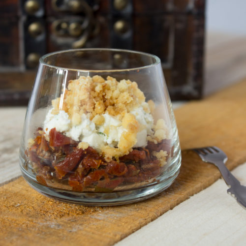 Verrine: Goat cheese and dried tomatoes crumble